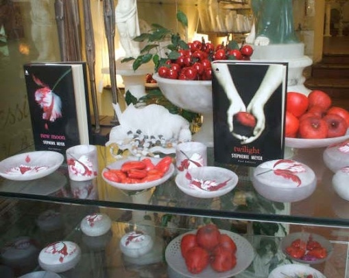 Montepulciano store front, with Italian versions of Twilight and New Moon