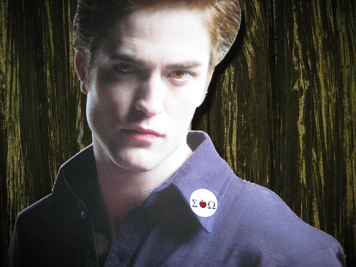 Edward wore is Sig O pin! how cute!