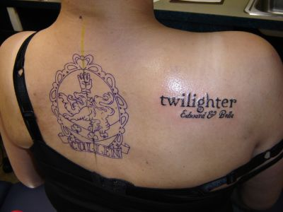 cullen crest AND twilighter in CORRECT font. twiiight.