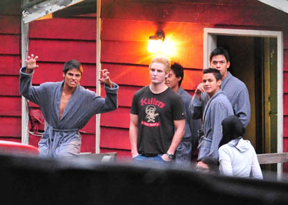 I love that they will be so nekkid all the time in Eclipse, that in between takes they have matching bathrobes.