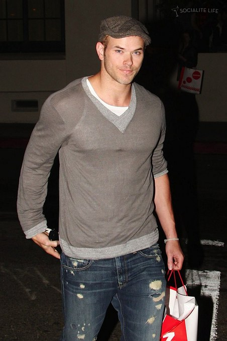 gallery_main-kellan-lutz-social-nightclub-08262009-02